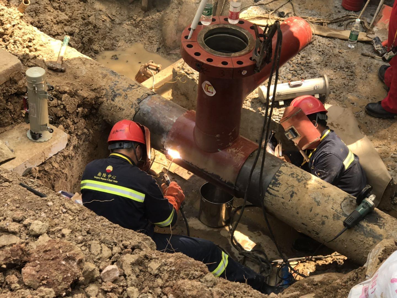 武漢東湖公司順利完成主干管線帶壓開口作業